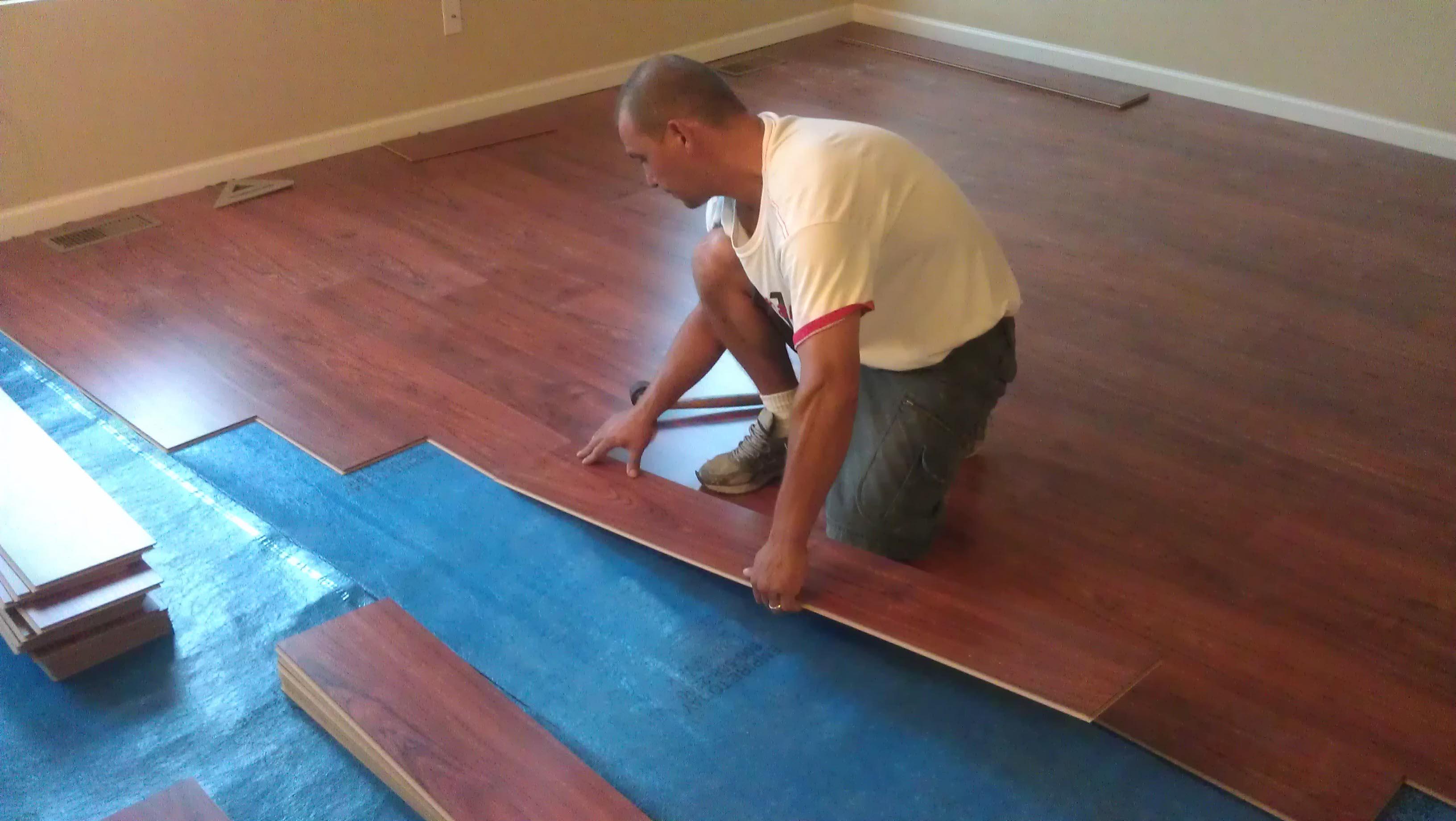 Постелить ламинат своими руками на бетонный пол